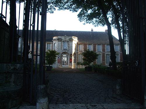 outside-Beau-Arts