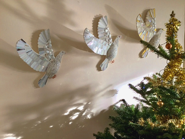 doves-at-christmas