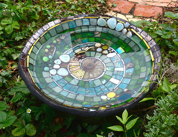 Kate rattray 39 s mosaic blog mosaic art inspired by nature for Garden treasures pool clock